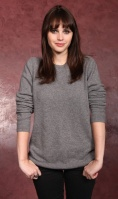 Felicity Jones gray sweater.jpg
