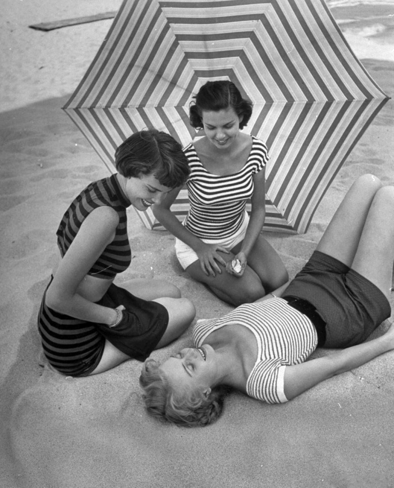 File:Breton stripe 61 models May 1950.jpeg